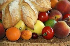 Bröd och frukt Arkivbilder