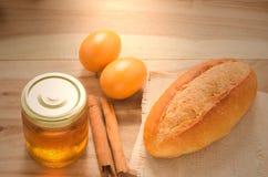 Bröd och honung Fotografering för Bildbyråer