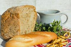 Bröd och tillbringare Arkivbild
