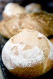 Bröd på bageriugnen Royaltyfri Bild