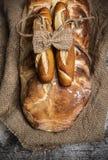 Bröd på det gamla brädet Royaltyfri Fotografi