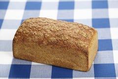 Bröd på en rutig bordduk Fotografering för Bildbyråer