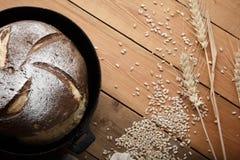 Bröd på tabellen Arkivbild