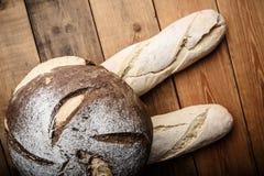 Bröd på tabellen Royaltyfri Foto