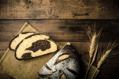 Bröd på tabellen Fotografering för Bildbyråer