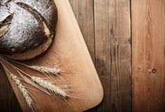 Bröd på tabellen Royaltyfria Foton