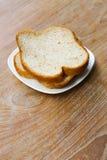 Bröd på tabellen Arkivfoto