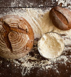 Bröd på tabellen Royaltyfri Fotografi