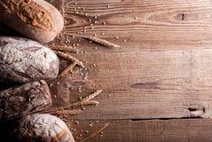 Bröd på tabellen ab Arkivfoton