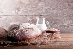Bröd på tabellen ab Royaltyfria Foton