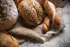 Bröd på trätabellen Royaltyfri Fotografi