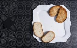 bröd pieces plattan Fotografering för Bildbyråer