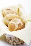 Bröd Rolls i korg Royaltyfri Fotografi