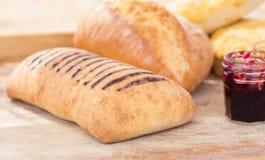 Bröd-rulle med krus av driftstopp Royaltyfri Foto