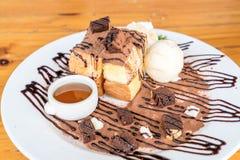 bröd som rostas med vaniljglass- och chokladnissen Royaltyfri Foto