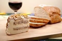 Bröd, vin och ost Arkivfoto