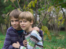 bröder som leker två Royaltyfria Foton