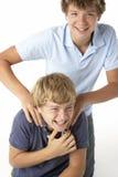 bröder som tillsammans leker två Royaltyfria Bilder