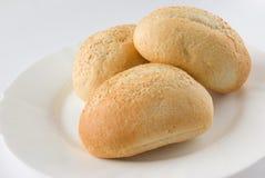brödplattan rullar white Arkivfoto