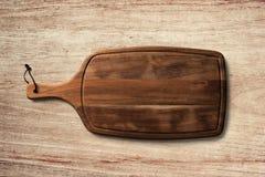 Brödportionbräde på trätabellbakgrund fotografering för bildbyråer