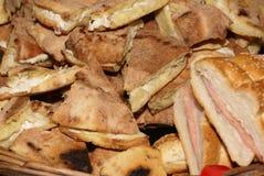 brödprosciuttosmörgåsar Royaltyfri Bild