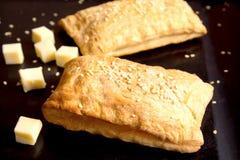 Brödpuff med ost Arkivfoton