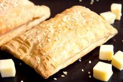 Brödpuff med ost Arkivbilder