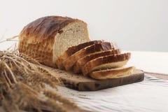 brödrostat brödwhite Arkivfoton