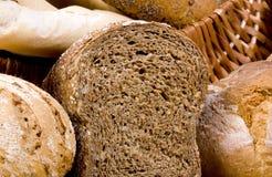 brödserier skivar helt vete Arkivbild
