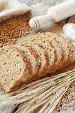 Brödskiva-, kavel-, korn- och rågöron på tabellen Royaltyfria Foton