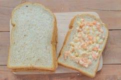 Brödsnitt för helt vete på skivor Fotografering för Bildbyråer