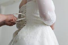 bröllop för brudkorsettklänning Arkivfoton