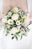 bröllop för bukettbrudholding Fotografering för Bildbyråer
