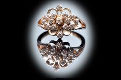 bröllop för diamantsmyckencirkel royaltyfria bilder