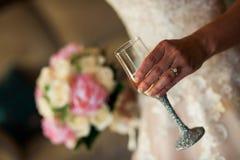 bröllop för tappning för klädpardag lyckligt Arkivbilder