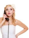 bröllop Ilsken kvinnaraseribrud som talar på telefonen Fotografering för Bildbyråer