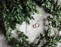 bröllop Vigselringar på kraft fotografering för bildbyråer