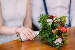 Bröllopbruden ringer buketten Royaltyfria Bilder