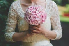 Bröllopbruden ringer buketten Royaltyfri Foto