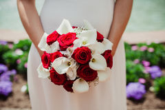 Bröllopbruden ringer buketten Arkivbild
