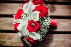 Bröllopbruden ringer buketten Fotografering för Bildbyråer