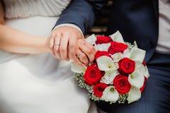 Bröllopbruden ringer buketten Arkivbilder