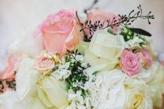 Bröllopbruden ringer buketten Royaltyfri Bild