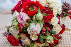 Bröllopbukett av blommor för bruden Royaltyfria Bilder