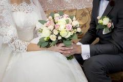 Bröllopbukett av blommor för bruden Royaltyfri Bild