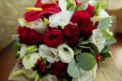 Bröllopbukett av blommor för bruden Royaltyfria Foton