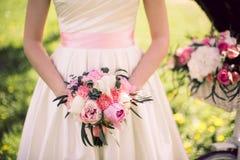 Bröllopbukett av pioner Royaltyfria Foton