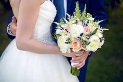 Bröllopbukett av pioner Royaltyfria Bilder