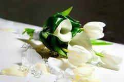 Bröllopbukett av vitblommor Arkivbild