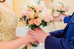 Bröllopbukett, brud- bukett, boutonniere Arkivbilder